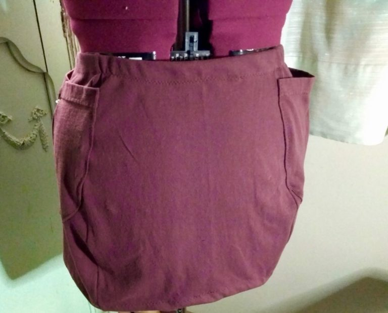 Read more about the article Hacking a 4 gore skirt pattern into a pencil skirt